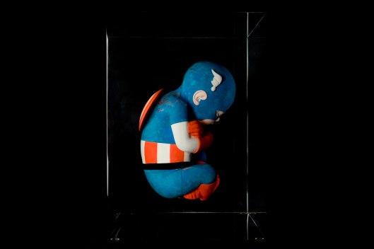 Alexandre-Nicolas-Sculpture-4-Captain-foetus.-Inclusion-en-crystal-de-synthèse-33-x-23-x-23-cm-3-8-8+4-D-copie (1)